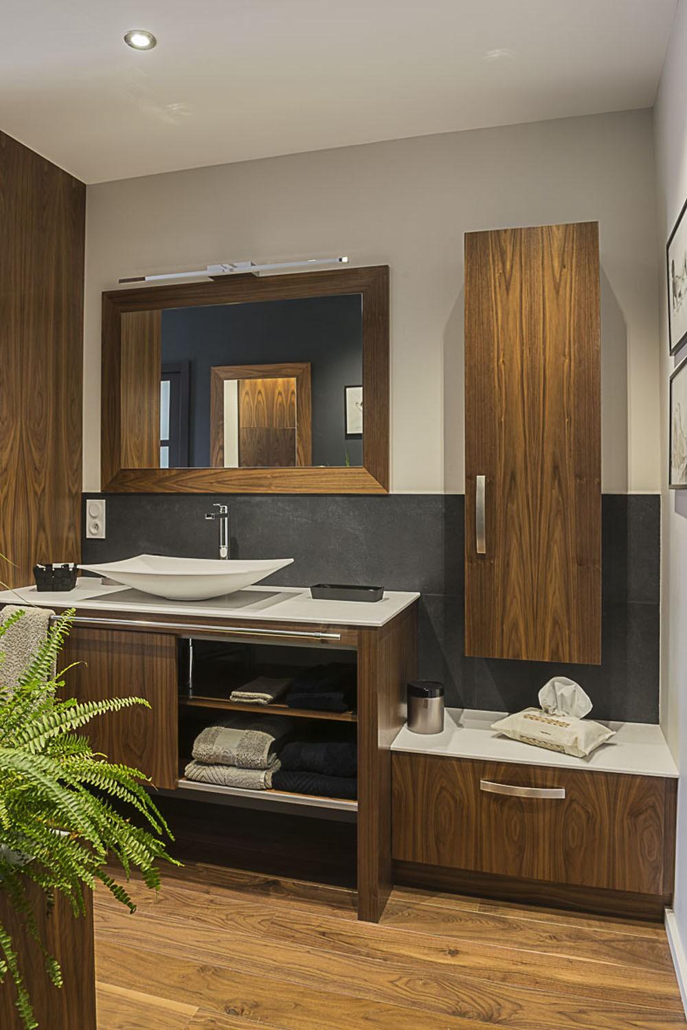 salle de bains en noyer